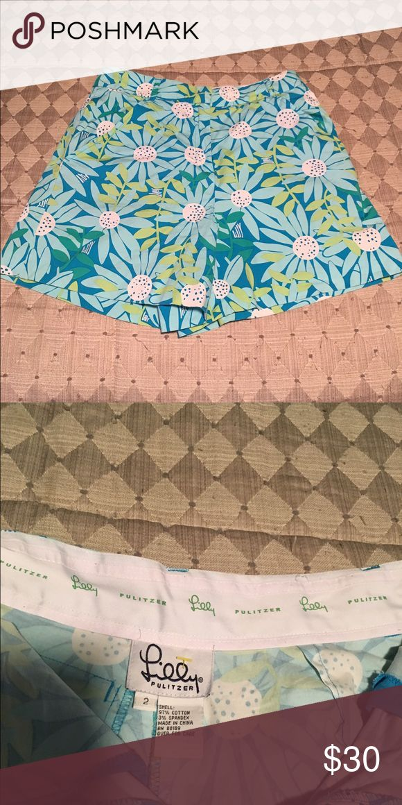 Lilly Pulitzer Size 2 Daisy Shorts Lilly Pulitzer Size 2 Turquoise Patterned Daisy Shorts! So sweet! Comes from a smoke free home- Barely Worn- Excellent Condition! Lilly Pulitzer Shorts