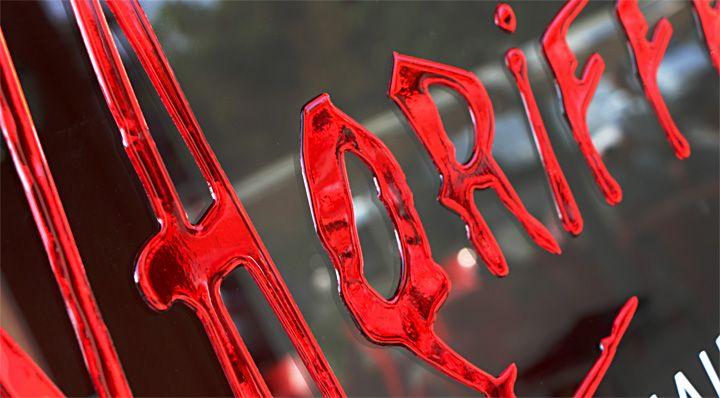 Scritte adesive pre-spaziate resinate. Resina rossa. Made in Pubblinova