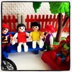 Hangjongeren. #playmobil  Bored youth.