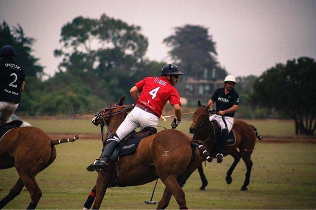 Continúa la #Copa #AñoNuevo en #Cachagua y nosotros siempre junto a nuestro equipo @latortugapolo @engel.voelkers #Polo #Team • • #realestate #bienesraices #chile #zapallar #polochile #verano #investorlife #inversion #inmobiliaria #inversioninmobiliaria #asesorinmobiliario #realtorlife #homes #property #propertyforsale #horse #horsesports #localrealtors - posted by 🔴 Engel & Völkers Chile 🔴 https://www.instagram.com/engel.voelkers - See more Real Estate photos from Local Realtors at…