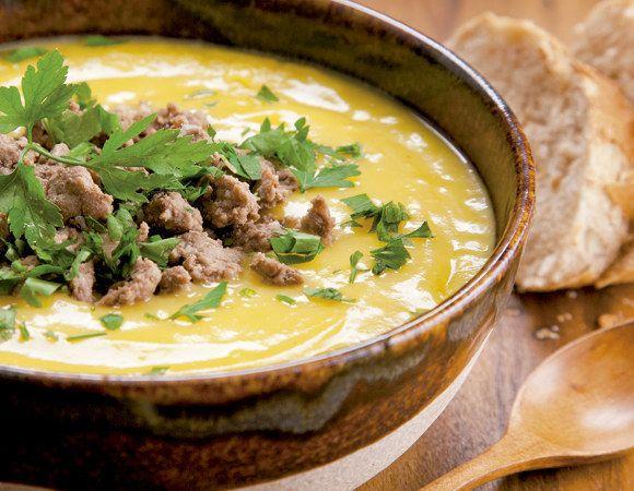 Sopa de mandioquinha com carne moída. | 15 receitas com carne moída que merecem virar notícia