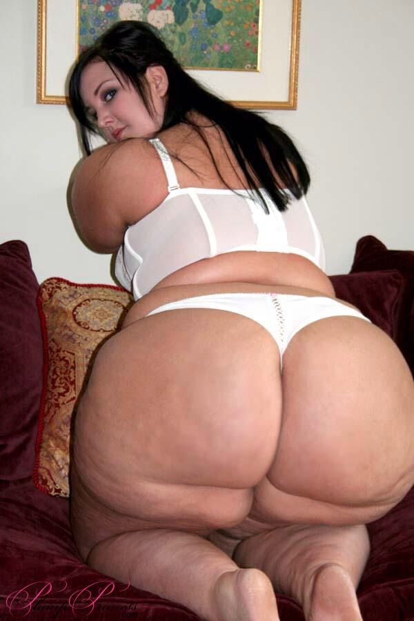Divine big ass tranny likes to play 9