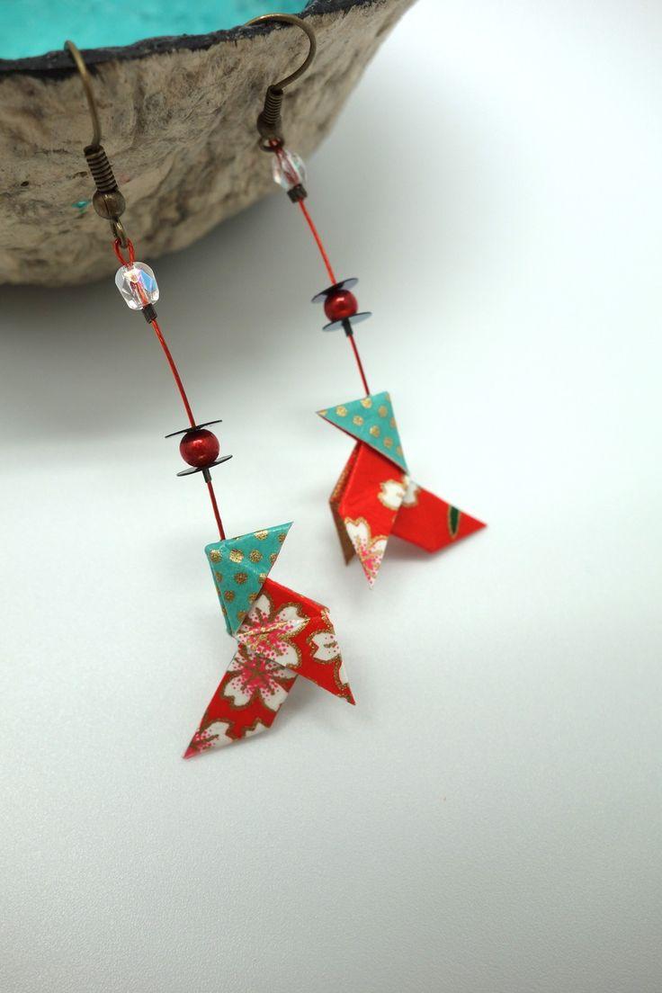 """Boucles d'oreilles origami cocotte """"pluie de pétales"""" : Boucles d'oreille par tangram"""