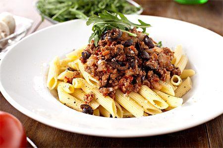 Recept - Pasta med köttfärssås och oliver