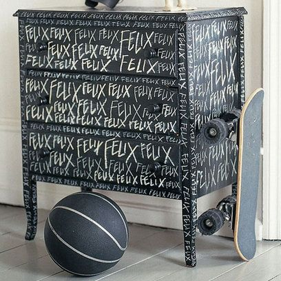 a bit of blackboard paint and let the darlings lose with the chalk!Diy Ideas, Painting Furniture, Chalkboards Painting, Painted Dressers, Blackboard Painting, Painting Ideas, Boys Room, Painting Dressers, Chalkboards Dressers