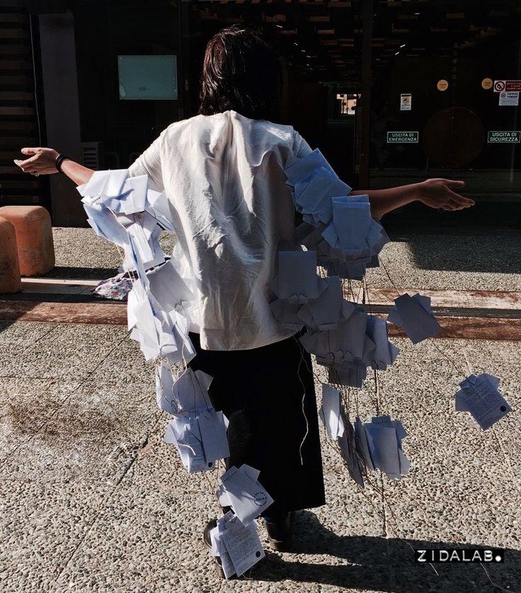 """Installazione Zidalab per la Mostra Internazionale dell'artigianato di Firenze / Fortezza da Basso - aprile 2016: """"Zigami"""": 350 origami in carta riciclata"""