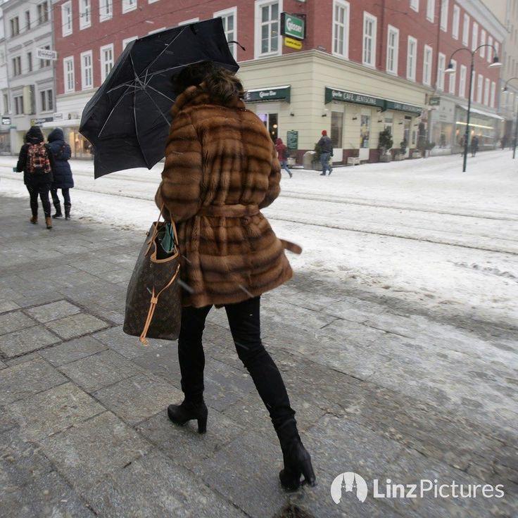 #ACHTUNG  . . . . #sturm #sturmwarnung #sonntag #sunday #orkan #attention #linz #upperaustria #austria #visitlinz #igerslinz #service #servicepost #info #news #breaking #1satz #linzer #lebensstadtlinz #autumn #herbst @linz_live @linzbeinacht #mood #winter #live #weather