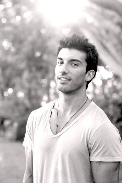 Justin Baldoni...one of the reasons why I watch Jane the Virgin :D