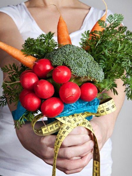 Die Bitterstoffe vieler Kräuter fördern den Fettstoffwechsel, kurbeln die Verdauung an und machen schlank - ganz ohne Diät. Schlanke Kräuter-Rezepte.