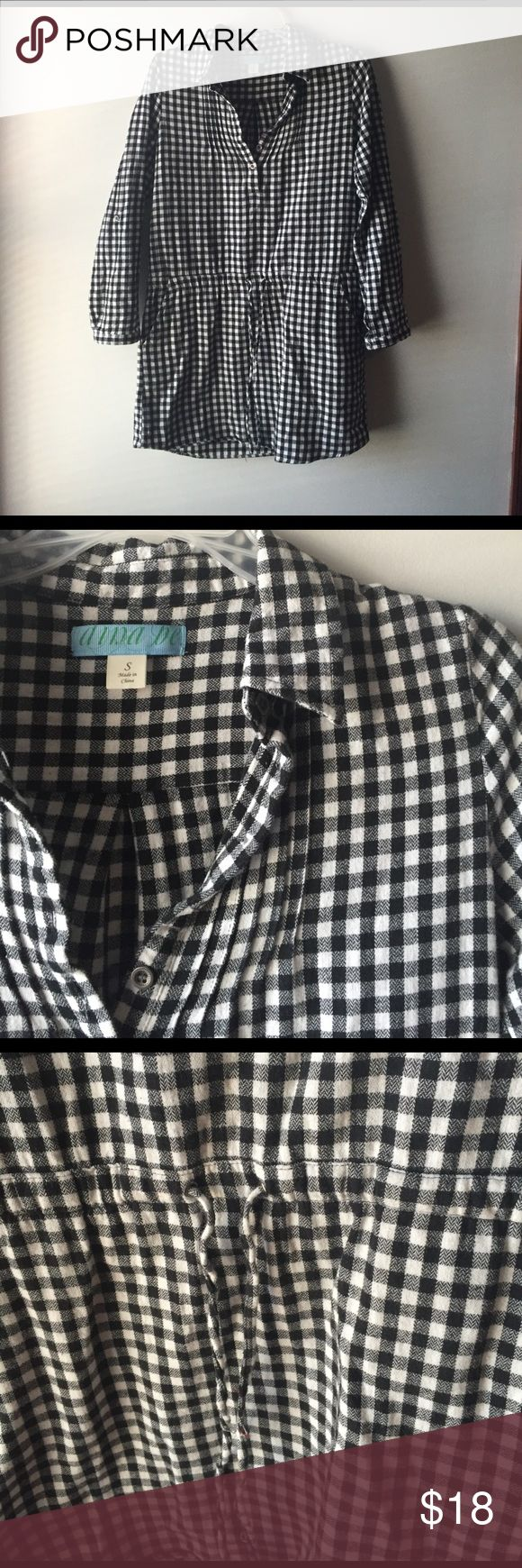 1 day sale! Francesca's gingham shirt dress ⬛️ EUC flannel drop waist gingham blank and white collared shirt dress with pockets and waist tie, super cute! ⬛️ Francesca's Collections Dresses Long Sleeve