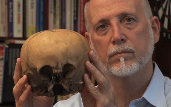 Questo teschio di 900 anni trovato nel deserto sta facendo impazzire gli scienziati di tutto il mondo - http://vdviral.com/index.php/2015/10/30/teschio-trovato-nel-messico/ Negli anni '30, una ragazza ha trovato un cranio misterioso nel deserto del Messico. Quando tornò a raccogliere il resto dello scheletro, era sparito. Il cranio è stato datoal ricercatore del paranormale, Lloyd Pye, sessant'anni dopo. Notò subito che il cranio aveva certe car...