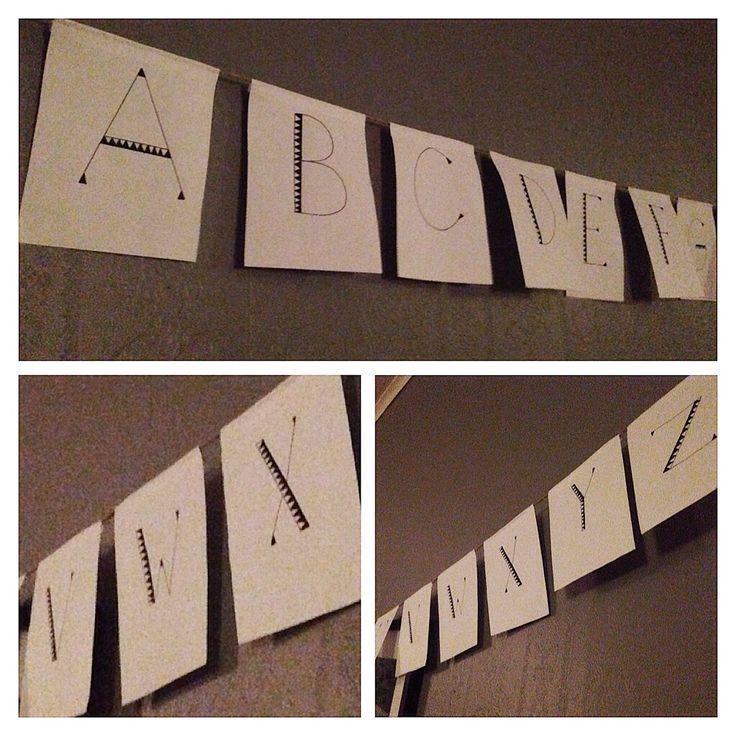 Gjorde en vimpel med alfabetet till sonen