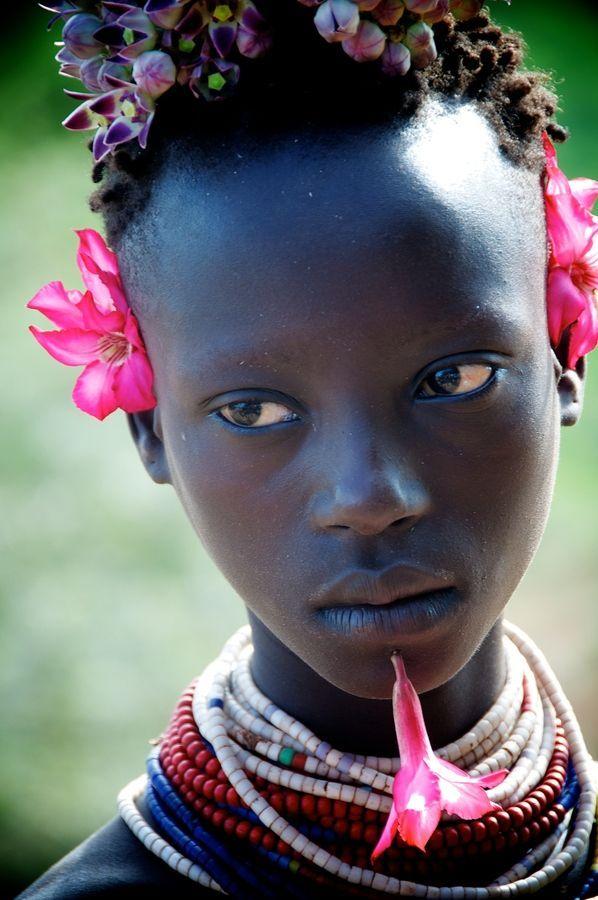 Joven de la tribu Karo de  Etiopía.