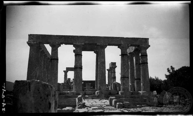 Aegina. Temple; east front. Dorothy Burr Thompson  	   1924.