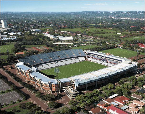 Stadium Loftus Versfeld (Pretoria - Sudáfrica)...and girls high behind it
