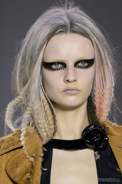 Partly Crimped Locks at Maison Margiela Fall/Winter 2015-16. For more fashion trend forecasting, check out Trendstop.com