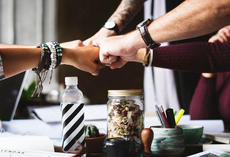 Kim jest Team Leader? - Kim jest Team Leader? Jakie są jego obowiązki? Kto może nim zostać? Czy jest nam on potrzebny? Opinie 9 ekspertów oraz moje dwa słowa :)  https://blog.gutek.pl/2017/09/27/kim-jest-team-leader?utm_content=buffer6039b&utm_medium=social&utm_source=pinterest.com&utm_campaign=buffer