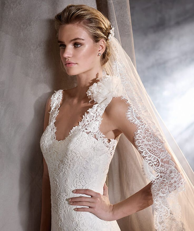 9 best Lace from Pronovias images on Pinterest | Wedding frocks ...