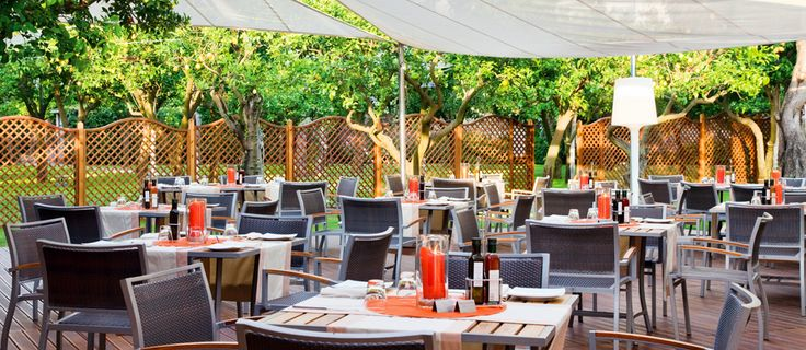 L'Orangerie Poolside bar Restaurant Ristorante all'aperto Bordo Piscina Grand Hotel Excelsior Vittoria Sorrento Italy