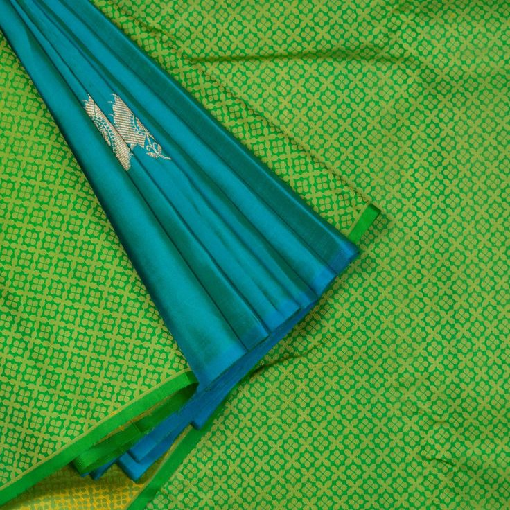 """The """"Green"""" body of this #handwoven partly pallu Kanjivaram Silk Sari is woven with a section of Persian Green make up the attractive pleats. The Persian Green blouse completes the sari."""