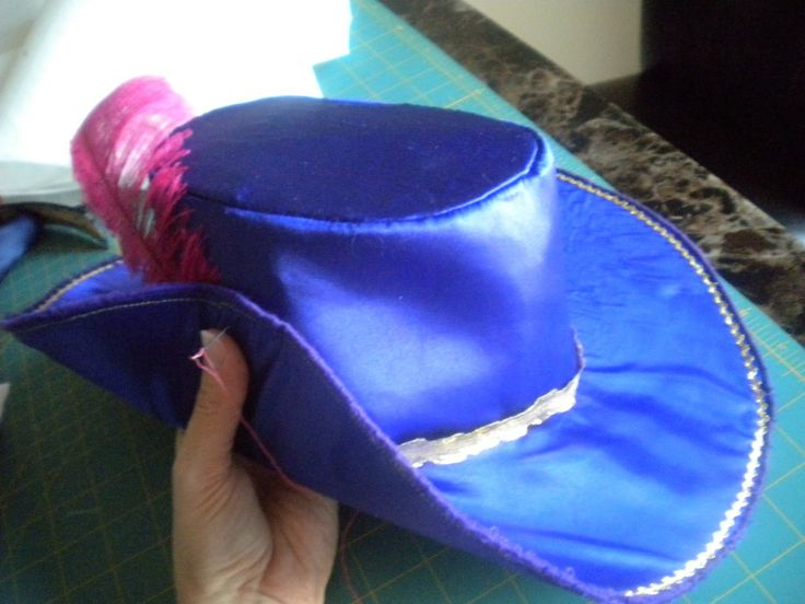 3 MUSKETEERS HAT TUTORIAL for Halloween costume (to go with Duck tape boots)