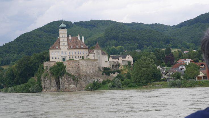 Hier sitze ich wieder in meiner Küche, vor fünf Tagen hatte die sportliche Reise von Passau nach Wien begonnen. Sie endete wie sie begonnen hatte, mit Hilfe unseres Supermanfreundes Max …