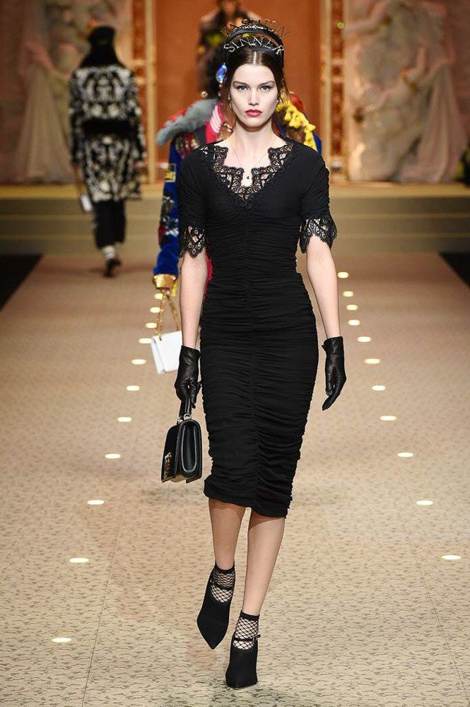 The complete Dolce & Gabbana Fall 2018 Ready-to-Wear fashion show now on Vogue Runway.