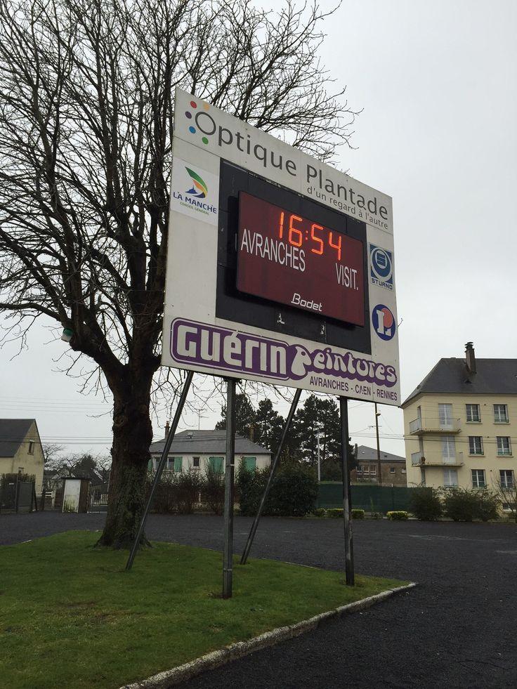 Tableau d'affichage sportif Bodet BT2045 installé à Avranches (Basse-Normandie), Stade René Fenouillère pour le club de football. http://www.bodet-sport.com/affichage-sportif/tableaux-exterieur.html