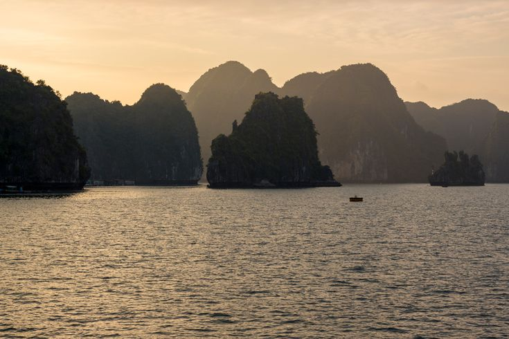 The sun setting over the pillars of Han La bay is a sight to be seen. #travel #sunset #vietnam #catba #island #gosquab
