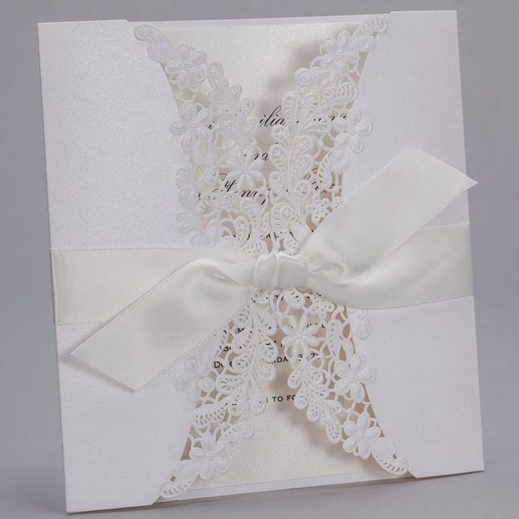 2015 hete koop luxe witte reliëfpapier kant bruiloft uitnodigingen kaarten met speciale lint 50 stuks gratis verzending(China (Mainland))