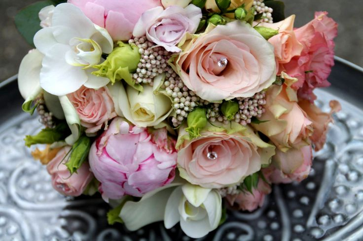 Modern bridal bouquet in white, blush and apricot. Paeonies, roses and Orchids designed by Blickfang Tropp Austria