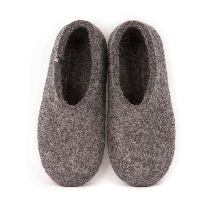 Gray felt slippers made of organic undyed wool. Great to wear without socks as they are cooler and give your feet a nice massage as you walk. #house #shoes #felted #slippers