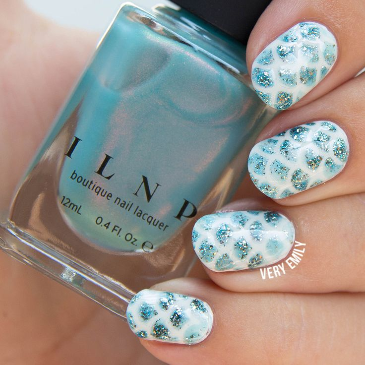 This fish scale design couldn't get any prettier!