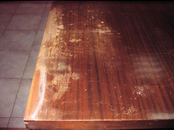 Repasamos algunos de los trucos caseros que nos pueden servir para borrar los arañazos que van apareciendo en la madera.