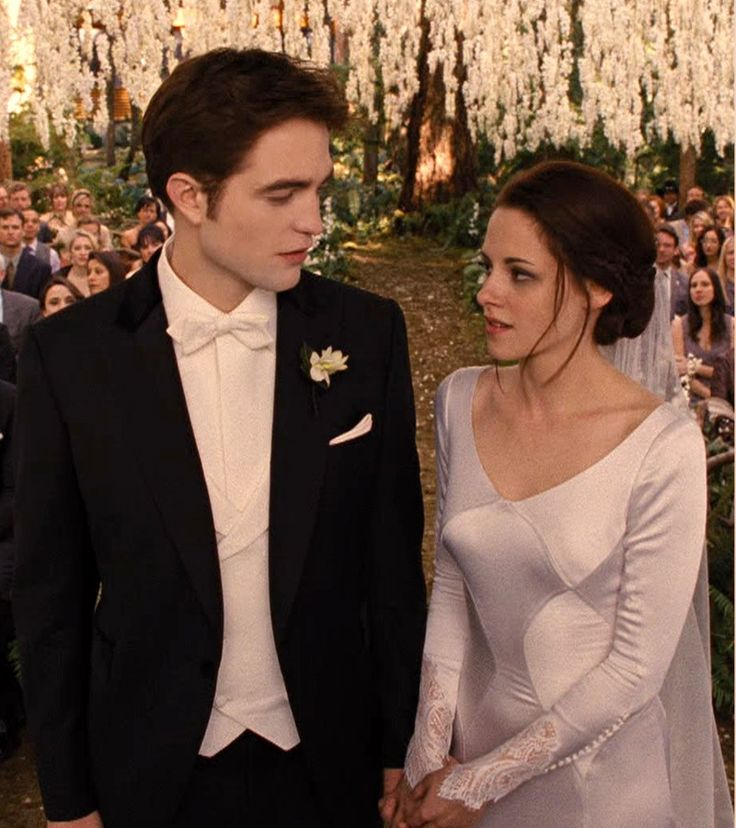 The Twilight: Breaking Dawn Wedding - Gorgeous Venue, Gorgeous Dress