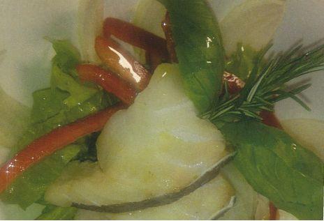 Insalata di nasello con peperoni e finocchi: ricetta contro il colesterolo