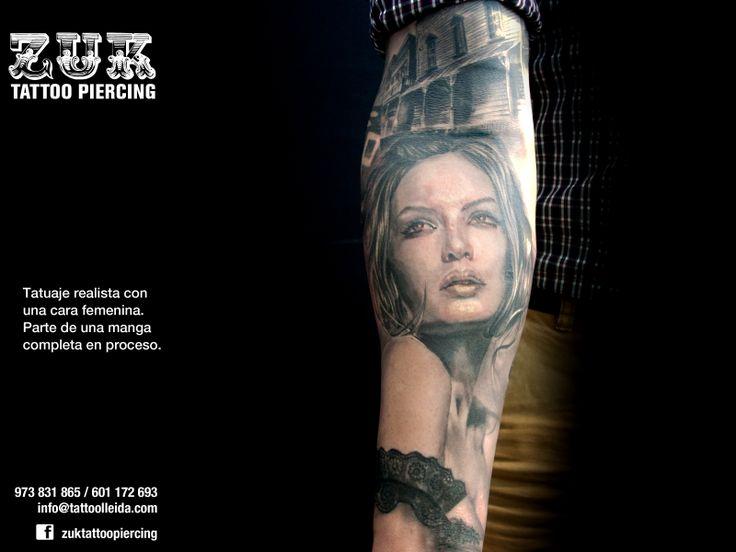 Tatuaje realista con una cara femenina. Parte de una manga completa en proceso