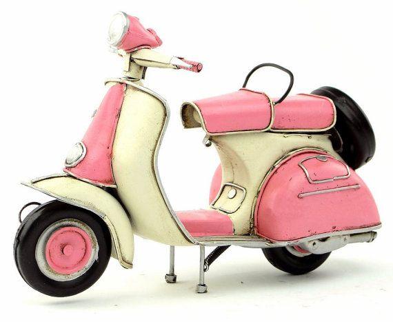 Popular Retro Stil Vespa Motorrad Auto Modell von LittleBlytheBoutique