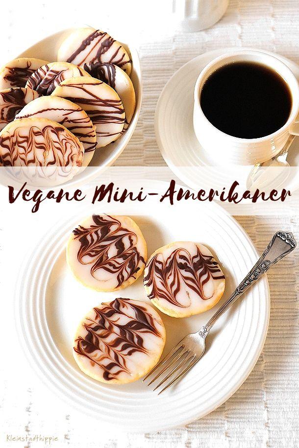 MINI-AMERIKANER:  Gehen die bei euch nach all er Weihnachtsvöllerei noch, oder seid ihr schon auf dem Schlank-Salatmodus?  Sie sind im Handumdrehen zubereitet und eigenen sich hervorragend, wenn man auf die Schnelle was Süßes zum Kaffee möchte, oder auch für einen Kindergeburtstag. #Amerikaner #veganbacken #vegan #Miniamerikaner #Gebäck #Kleinstadthippie