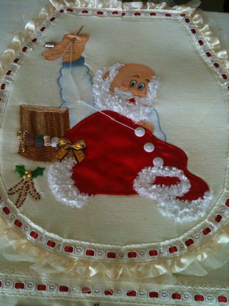 Papá Noel cosiendo