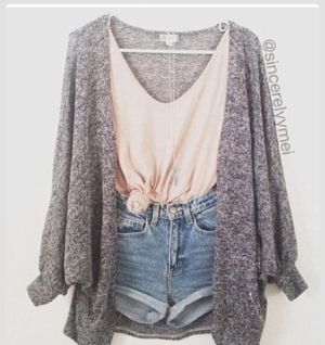 Love denim shorts and the colors of the tops here. V-neck an chunky sweater