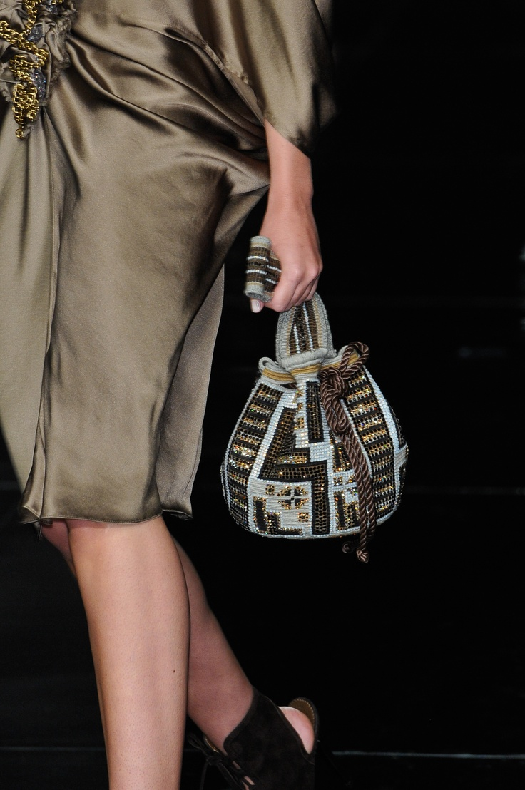#SilviaTcherassi Fall Collection 2010 #fashion #style #runway #mochila…