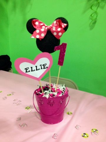 DIY Minnie Mouse centerpiece