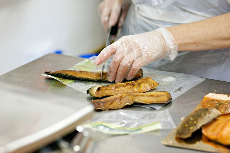 11th step of the production process: Cutting to size and bagging of - in this case - smoked mackerel.