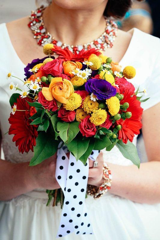 Bright wedding flowers | red pink yellow orange wedding flowers| colorful bridal bouquet | retro wedding bouquet | 50's wedding bouquet