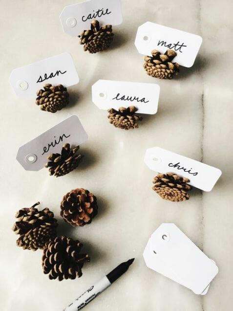 25 Easy & Elegant DIY Thanksgiving Decorations To Copy This Year | Acorn Nametag…