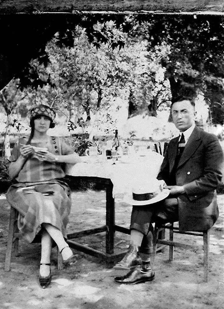 Οι νιόπαντροι ομογενείς από το Οχάιο, John και Sophia Demetrion, στο γαμήλιο ταξίδι τους στη Θεσσαλονίκη, το 1924.