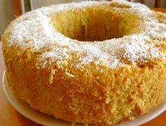 Es una preparación que lleva huevos, azúcar y harina. No lleva ningún elemento graso y es muy empleado como base de tortas de cumpleaños.