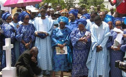 Encomiums and grief rented the air  as remains of the late Publisher of the Nigerian Tribune titles, Chief Oluwole Awolowo were committed to mother earth  in a public  cemetery in Ikenne, few hours after his remains arrived Our Saviours Anglican Church in Ikenne, Ogun Sttae in a Hearse led by a Char