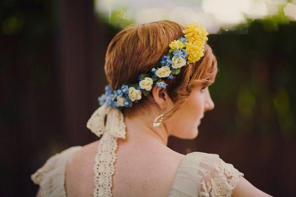 Coroa de florzinhas coloridas